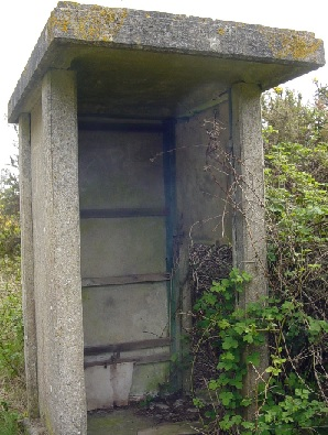Old concrete fogging shelter - West Moors